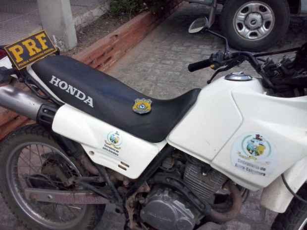 Moto da Secretaria de Infraestrutra de Bezerros. Foto: Polícia Rodoviária Federal/Divulgação