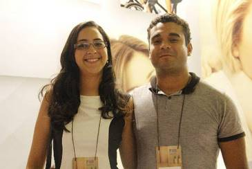 A advogada Camila Fonseca e o contador Ot�vio Faustino se casam no final do ano. Eles conferiram os lan�amentos compactos no primeiro dia do evento. Foto: Debora Rosa/Esp.DP/D.A.Press