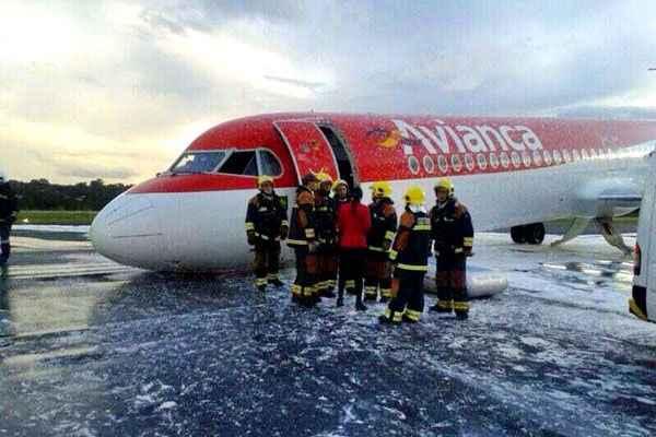 De acordo com a For�a A�rea Brasileira (FAB), havia 49 passageiros a bordo (44 passageiros e 5 tripulantes). Foto: @Rcettolin/Reprodu��o/Twitter