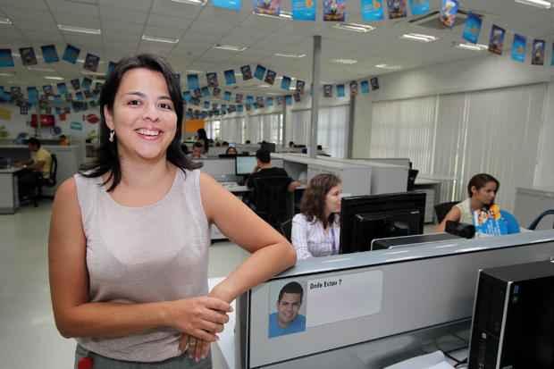 Camila Cassimiro, gerente de RH da Mondelez, esclarece que 90% dos funcion�rios da empresa s�o de Vit�ria de Santo Ant�o Foto: Annaclarice Almeida/DP/D.A Press