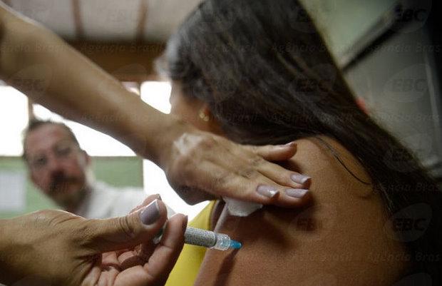 At� sexta-feira,(28) cerca de 2,3 milh�es de meninas foram vacinadas contra o HPV (Arquivo/Ag�ncia Brasil)