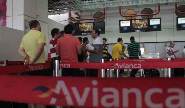 Balc�o da Avianca no Aeroporto JK: terminal amanheceu com as atividades normalizadas ontem. Foto: Ana Rayssa/Esp. CB/D.A Press
