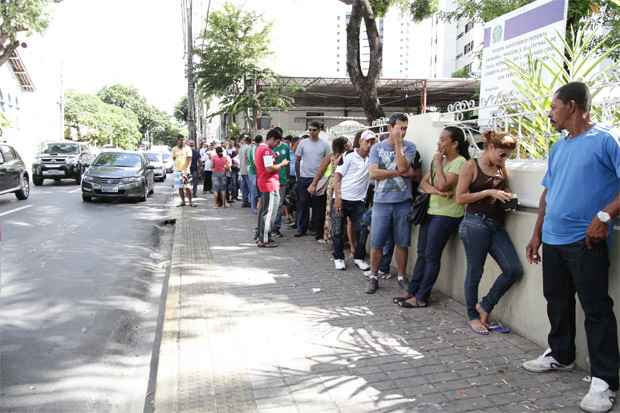 No s�bado passado houve longas filas no TRE, nas Gra�as. Foto: Alcione Ferreira/DP/D.A Press