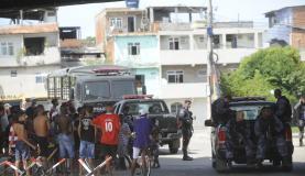 Todas as pessoas presas pelos agentes da PF - durante a ocupa��o do Complexo da Mar� t�m rela��es diretas com a fac��o criminosa chefiada pelo traficante Menor P Ag�ncia Brasil/T�nia R�go