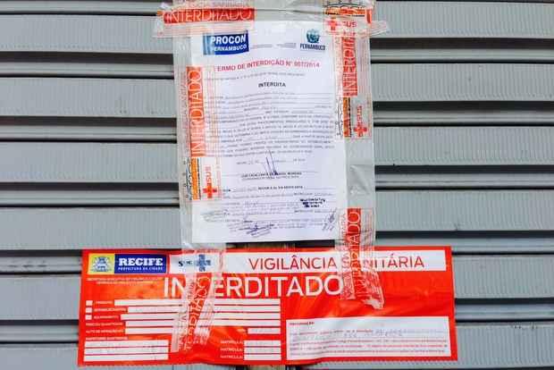 Interdi��o por cinco dias do Bompre�o de Casa Aamarela contou com o apoio de fiscais da Adagro-PE (Augusto Freitas/DP/DA Press)