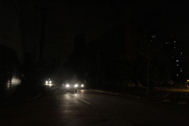 Em novembro de 2013 a cidade do Recife teve v�rios bairros que sofreram com um apag�o. Foto: Roberto Ramos/DP/D A Press/Arquivo