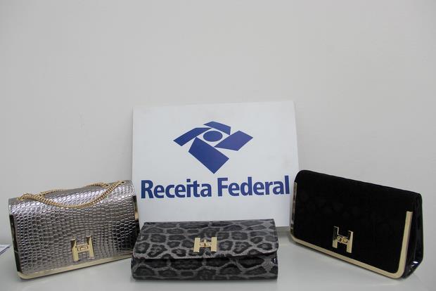 Opera��o da Receita apreendedu uma qrande quantidade de bolsas falsificadas no Porto de Suape (Receita Federal/Divulga��o)