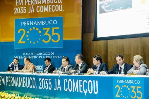 Compila��o de estudos foi apresentada pelo governo do estado, Movimento Brasil Competitivo (MBC) e consultoria t�cnica do Cons�rcio Pernambuco do Amanh� (Andrea Rego Barros/Divulga��o)