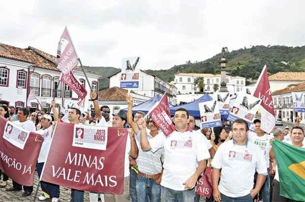 O protesto levou mais de mil pessoas � pra�a de Ouro Preto onde, h� tr�s anos, Dilma prometeu se empenhar na defini��o das regras para o setor. Foto: �lcio Rocha/Divulga��o (�lcio Rocha/Divulga��o)