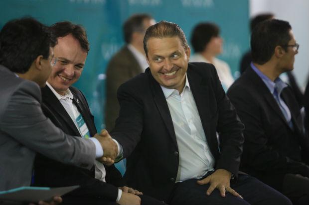 Campos tem cumprido agenda pesada de compromissos. Entre as agendas de ontem, inaugura��o da Vivix, em Goiana. Foto: Teresa Maia/DP/D.A.PRESS (Teresa Maia/DP/D.A.PRESS)