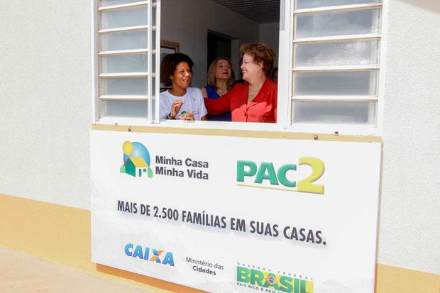 Presidenta Dilma Rousseff visita a casa da senhora Gislaine Aparecida de Oliveira durante cerim�nia de entrega de 2.508 unidades habitacionais dos Parques Residenciais da Lealdade e da Amizade, do Programa Minha Casa Minha Vida. Foto: Roberto Stuckert Filho/PR