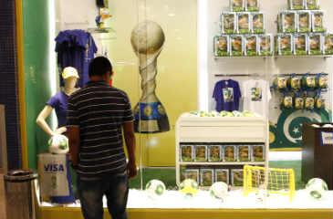 Em m�dia, visitantes devem ficar nove dias na capital pernambucana por conta dos jogos, segundo sondagem. Foto: Ricardo Fernandes/DP/D.A Press