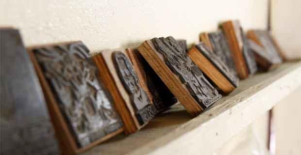 O acervo do museu possui mais de 10 mil títulos, além de xilogravuras e litogravuras. Foto: Blenda Souto Maior/DP/D.A Press