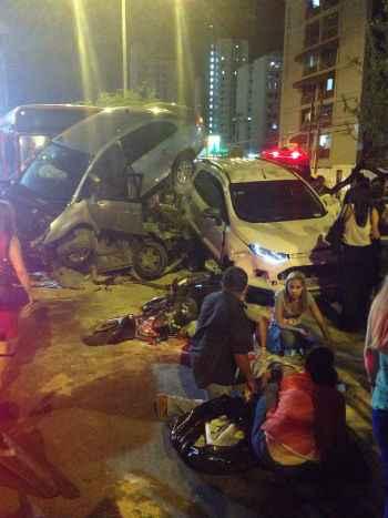 Pelo menos dez veículos estão envolvidos no acidente  Foto: Roger Wilker/Cortesia