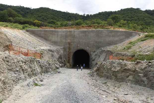Os t�neis do projeto foram alguns dos equipamentos monitorados na visita (Minist�rio da Integracao Nacional/Divulga��o)