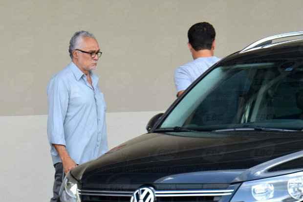 Genoino deixou a unidade hospitalar sem falar com a imprensa. Foto: Wilson Dias/Ag�ncia Brasil