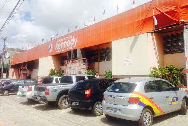 As irregularidades mais graves foram encontradas no supermercado Kennedy. O estabelecimento foi totalmente interditado por cinco dias. Foto: Augusto Freitas/DP/D.A Press  (As irregularidades mais graves foram encontradas no supermercado Kennedy. O estabelecimento foi totalmente interditado por cinco dias. Foto: Augusto Freitas/DP/D.A Press )