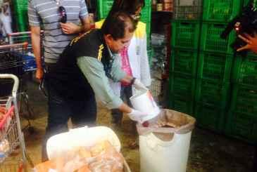 Cerca de 500kg de alimentos impr�prios para o consumo foram apreendidos no Kennedy. Foto: Augusto Freitas/DP/D.A Press (Cerca de 500kg de alimentos impr�prios para o consumo foram apreendidos no Kennedy. Foto: Augusto Freitas/DP/D.A Press)