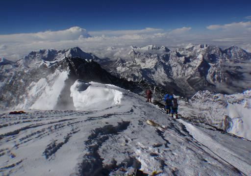 Alpinistas tentam alcançar o topo do monte Everest em 23 de maio de 2013 Foto: AFP/Arquivos Tshering Sherpa