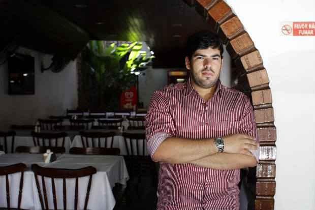 Jos� Melo Neto diz que, hoje, de 2% a 3% do faturamento da pizzaria da fam�lia � dedicado � publicidade. Foto: Guilherme Ver�ssimo/DP/D.A Press