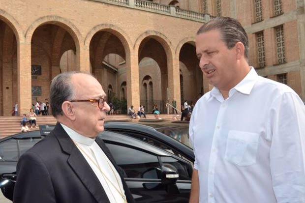 Encontro de Eduardo, hoje, com o Arcebispo de Aparecida e presidente da CNBB, Cardeal Dom Raymundo Damasceno Assis. Foto: Twitter/Reprodu��o