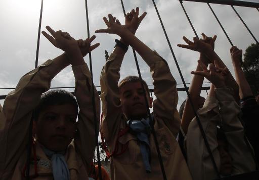 Meninos palestinos durante protesto pela libertação de prisioneiros. Foto: Said Khatib/AFP
