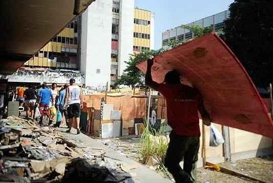 Terreno da operadora de telefonia Oi, na zona norte da cidade, foi desocupado em uma opera��o policial no dia 11 de abril