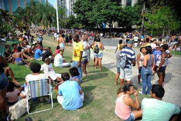 No dia 13 passado os ex-moradores expulsos do pr�dio da Oi continuaram acampados em frente � prefeitura do Rio. Durante o dia, eles receberam doa��es de alimentos. Foto: Tomaz Silva/Ag�ncia Brasil/Arquivo