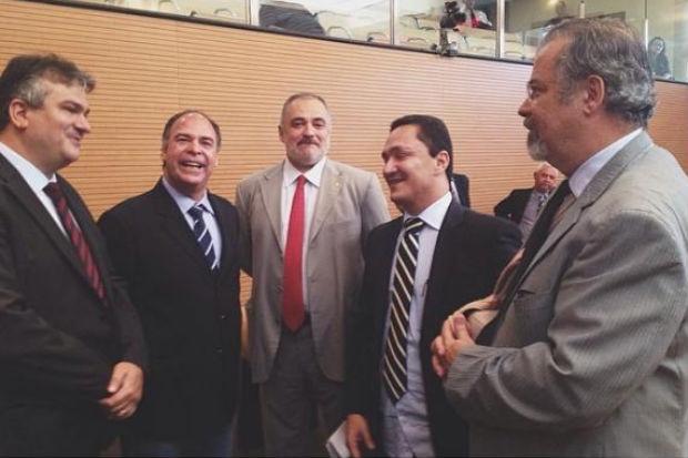 No plen�rio, vereadores conversaram com o pr�-candidato ao Senado pelo PSB  (Assessoria C�mara do Recife)