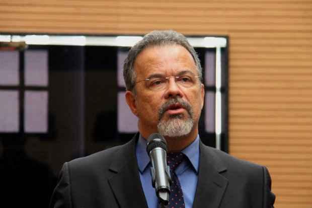 O l�der da oposi��o na C�mara leu nota oficial da bancada cobrando do prefeito a��es preventivas contra as chuvas (Aguinaldo Leonel/CMR)