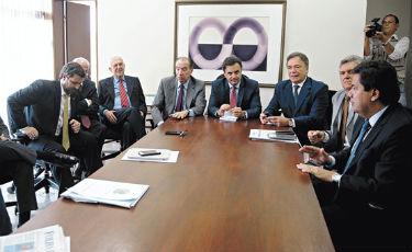Em reuni�o, A�cio e outros l�deres tucanos e do DEM discutiram a CPI e indica��o dos integrantes da comiss�o Foto: Jos� Cruz/Ag�ncia Senado (Jos� Cruz/Ag�ncia Senado)