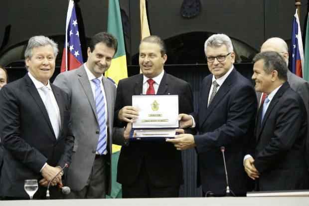 Eduardo Campos recebeu o t�tulo de cidad�o da C�mara de Vereadores de Manaus. Foto: Augusto Angelim/Divulga��o