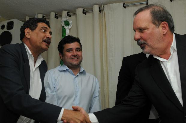 Deputado federal Eduardo da Fonte (PP) acompanhou Armando e Jo�o Paulo, em ato onde tamb�m recebeu o t�tulo de cidad�o de Rio Formoso (Cr�dito da foto: Bernardo Soares/divulga��o)