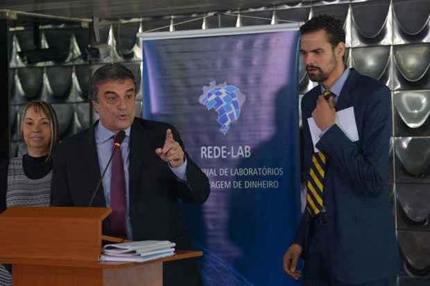 O ministro da Justi�a, Jos� Eduardo Cardozo, e o secret�rio Nacional de Justi�a, Paulo Abr�o, falam sobre a expans�o da Rede Nacional de Laborat�rios contra Lavagem de Dinheiro (Rede LAB). Foto: Wilson Dias/Ag�ncia Brasil