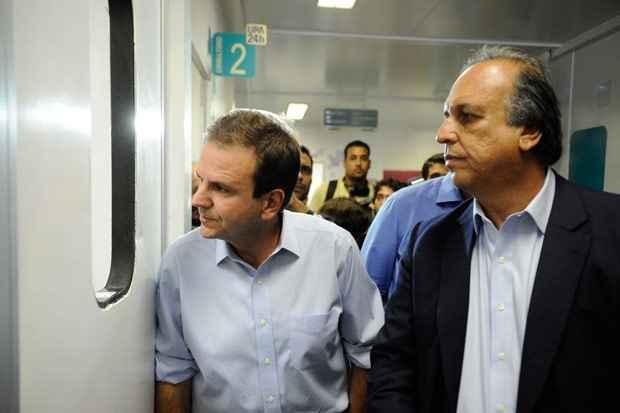 O prefeito do Rio, Eduardo Paes, e o governador Luiz Fernando Pez�o visitam a UPA do Complexo do Alem�o, que sofreu um ataque durante uma manifesta��o na noite de ontem. Foto: Tomaz Silva/Ag�ncia Brasil