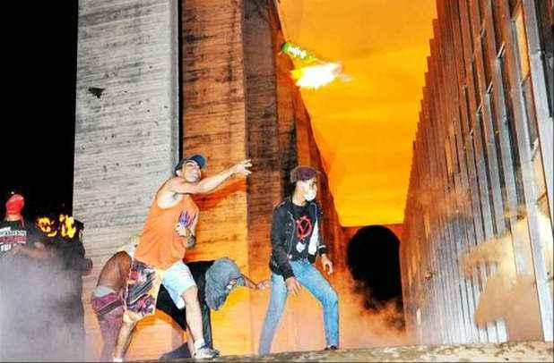Quebra-quebra no Itamaraty: o governo teme protestos violentos como os do ano passado, que causaram preju�zos materiais e assustaram a popula��o (Breno Fortes/CB/D.A Press)