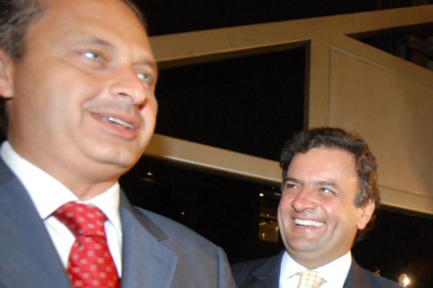 Pol�tica da boa vizinhan�a at� agora marcou rela��o de Eduardo Campos e A�cio Neves, mas nada garante manuten��o da paz at� o segundo turno (Juliana Leitao/DP/D.A Press/Arquivo)
