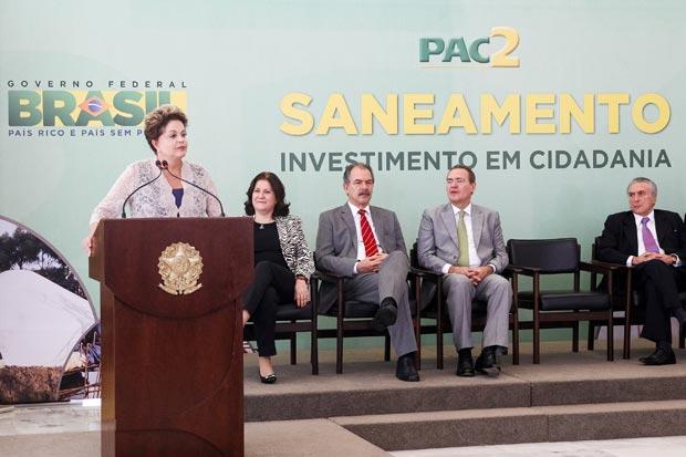 Presidenta Dilma Rousseff durante cerim�nia de contrata��o da terceira etapa das a��es de saneamento do PAC2 para munic�pios com at� 50 mil habitantes. Foto: Roberto Stuckert Filho/PR