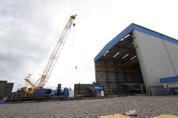 Estaleiro recebeu o guindaste Goliaths, com capacidade de i�amento de blocos com at� 300 toneladas e investimento de US$ 15 milh�es (Blenda Souto Maior/DP/D.A Press)