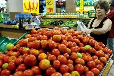 Pre�o do tomate ficou 20,50% mais caro para o recifense no m�s passado. Foto: Marcelo Ferreira/CB/D.A Press