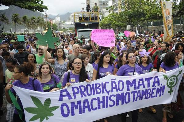Para os manifestantes, proibi��o gera mais viol�ncia. Foto: Tomaz Silva/ Ag�ncia Brasil
