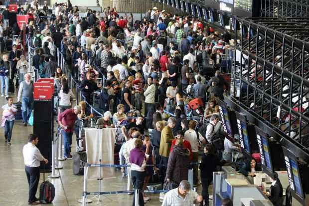 Aeroporto de Guarulhos ter� alto fluxo de passageiros e, em eventuais emerg�ncias entre passageiros em tr�nsito, ter� que hospedar visitantes em hot�is pr�ximos, que dever�o estar lotados (Marcio Fernandes/AE)