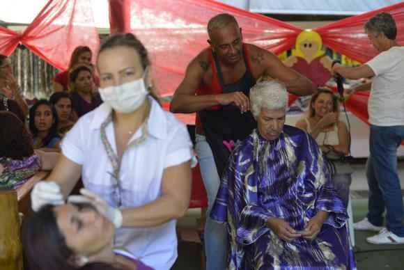 A mobiliza��o Sa�de e Beleza ofereceu gratuitamente exames como teste de glicemia e de press�o arterial. Foto: Marcello Casal Jr/Ag�ncia Brasil