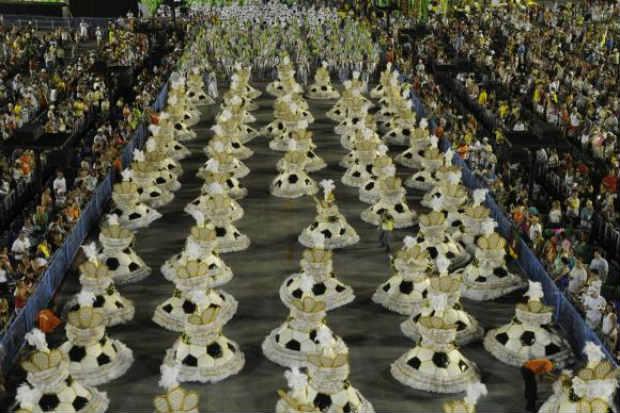 Apresenta��o de escolas de samba do Grupo Especial no Samb�dromo da Marqu�s de Sapuca�, no segundo dia de desfiles deste ano. Foto: Fernando Fraz�o/Ag�ncia Brasil  (Fernando Fraz�o/Ag�ncia Brasil )