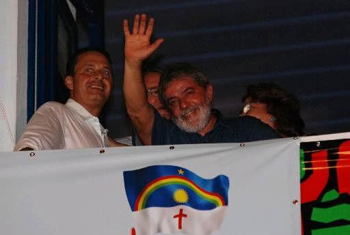 Em clima bem diferente do passado, Lula diz que Eduardo Campos s� � pr�-candidato ao Planalto por conta das condi��es que o governo petista criou para o Nordete. Foto: Ricardo Fernandes/DP (Ricardo Fernandes/DP)