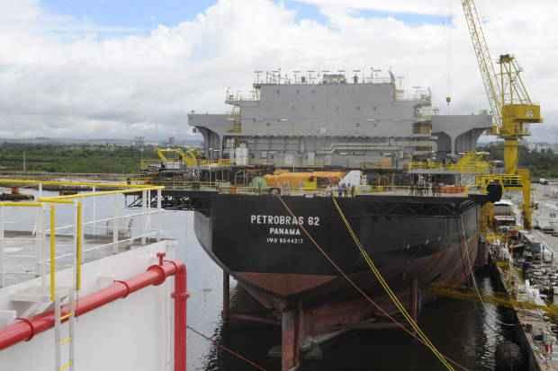 Plataforma tem capacidade para processar 180 mil barris de �leo por dia. Foto: Teresa Maia/DP/D.A Press