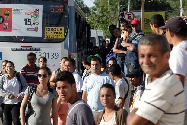 Cerca de 1,8 milh�o de pessoas utilizam   diariamente os �nibus municipais do Rio. Foto: Marcos de Paula/Estad�o Conte�do