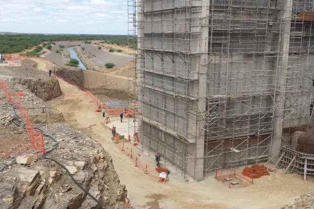 Esta��o de bombeamento de Cabrob� iria ser inaugurada hoje, mas Dilma decidiu fazer apenas uma visita t�cnica � obra.  Bernardo Dantas/DP/D.A.Press (Bernardo Dantas/DP/D.A.Press)