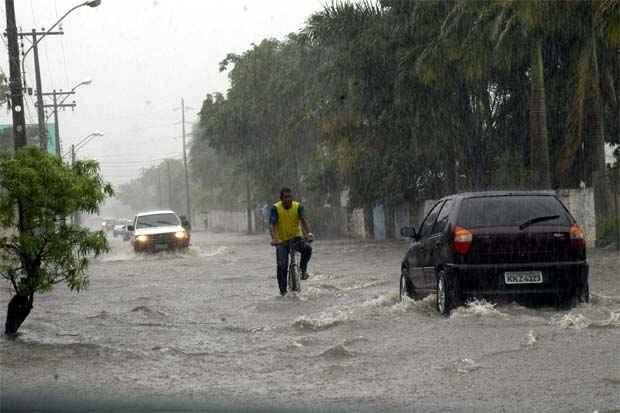 Dias chuvosos podem ser arriscados para ciclistas. Foto: Arquivo/DP/D.A Press