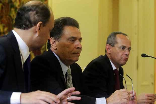Governador, ao centro, enfrenta um dos maiores desafios do seu breve governo (Aluisio Moreira/SEI.)